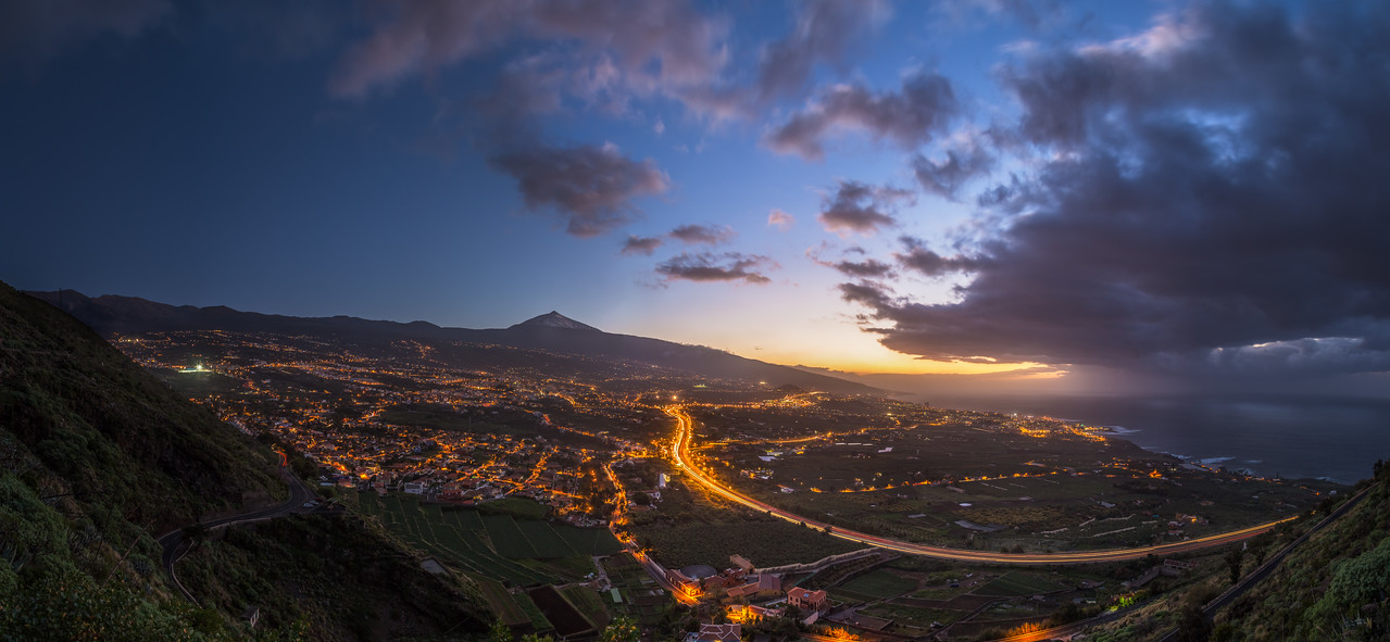 Sunset behind the city of Puerto de la Cruz.