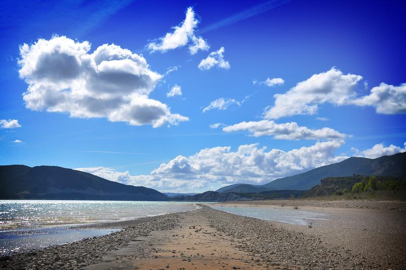 The rocky beach of the Embalse de Yesa. 2011.
