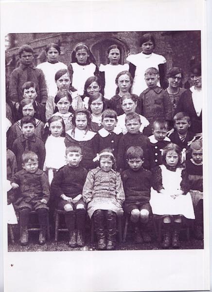 Spaldwick School (about 1916) Provided by Elizabeth Smith