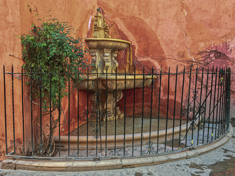 A nice water fountain in Juderia