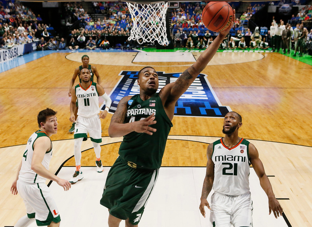 . Michigan State\'s Nick Ward, center, shoots between Miami\'s Dejan Vasiljevic, and Kamari Murphy, right, in the first half of a first-round game in the men\'s NCAA college basketball tournament in Tulsa, Okla., Friday, March 17, 2017. (AP Photo/Sue Ogrocki)