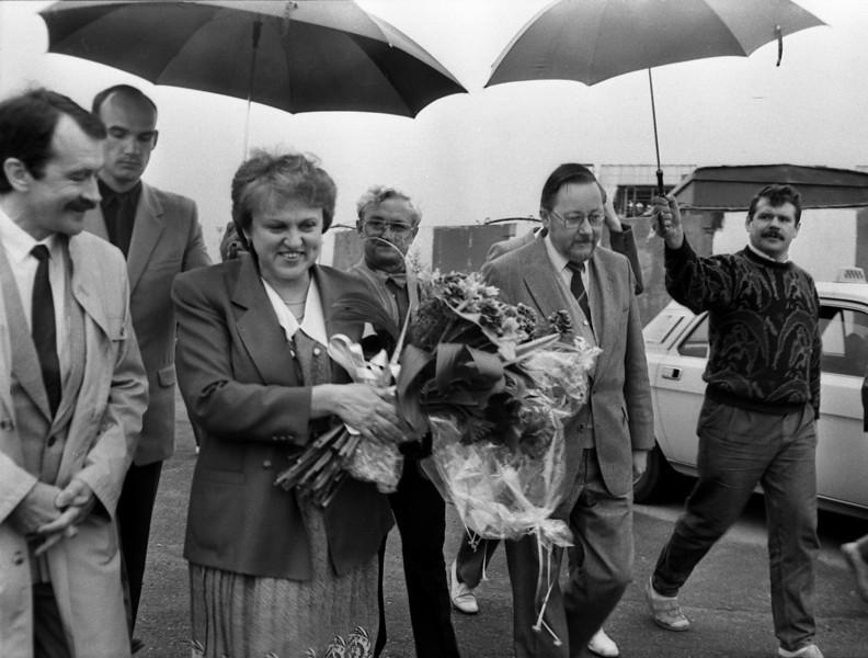 """""""Gintarinė ledi"""" pasitikimas aerostotyje po vizito pas keturis svarbiausius to meto vakarų vadovus...1990"""