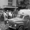 """1988 rugsėjis, Vilnius, Mi2iurino g. 6 teism1 atvežti """"Bananų baliaus"""" dalyviai."""