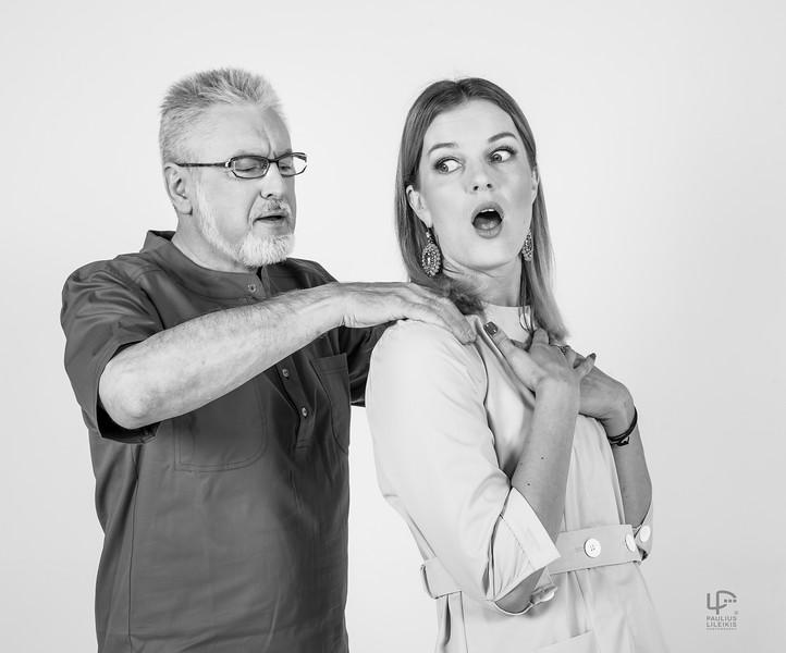 """TV laidos """"Klauskite daktaro"""" vedėjas daktaras Alvydas Unikauskas su pirmąją pagalbininke Rimante Kulvinskyte."""