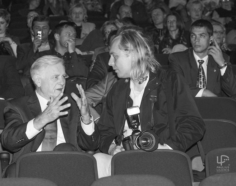 Lietuvos Respublikos Prezidentas Valdas Adamkus ir Lietuvos Spaudos Fotografų prezidentas Jonas Staselis