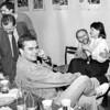 Žurdomo (Žurnalistų Sąjungos kavinės rusely-VIP salėje) budavo linksma...kaip ir viršuj, kaip lauke, kur naktį ir pašokdavome...(nuotraukos neužilgus)...<br /> Nuotraukoje: Audrius Siaurusevičius, Adolfas Uža,Vidas Rachlevičius, Rimvydas Valatka, ?...