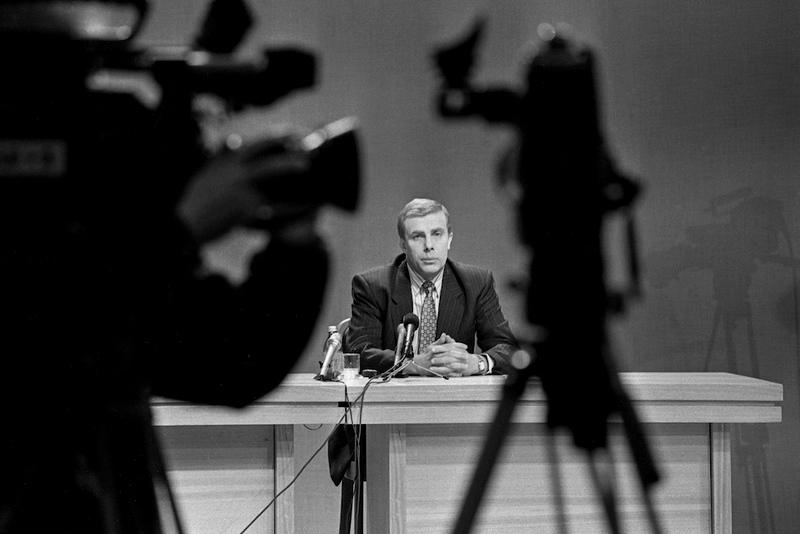Jonas Laimonas Tapinas  – Lietuvos rašytojas, vertėjas, žurnalistas, kino istorikas ir kritikas.