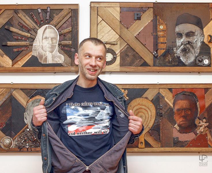 Giedrius Jonaitis - dailininkas, Vilniaus Dailės Akademijos auklėtinis, jos dėstytojas. Litografijos, sausos adatos meistras, sukūręs grafikos ciklų, knygų iliustracijų, litų banknotus.