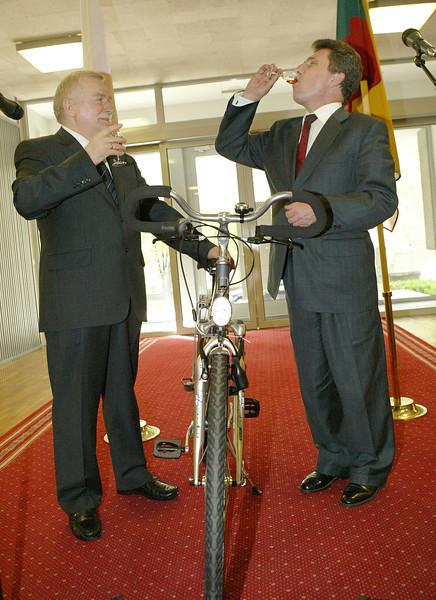 Lechas Valensa ( Lech Wałęsa) ir Antanas Valionis