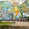 """Trakų Vokės bendruomenės kultūros centro """"Jaunųjų dailininkų studijos auklėtiniai kartu su studijos vadovu, dailininku Ojaru Mašidlausku dalyvavo kultūros centro inicijuojamoje kūrybinėje akcijoje, skirtoje Lietuvos vardo tūkstantmečio paminėjimui.Jos metu buvo kuriama didžiausia Lietuvoje instaliacija """"Drugelis"""", kurio plotas - 108 kvadratiniai metrai. <br /> <br /> Akcija vyko Trakų Vokėje, XIX a. pastatytame J.Tiškevičiaus dvaro ir suformuoto unikalaus prancūzo architekto ir botaniko Eduardo Andrė parko apsupty."""