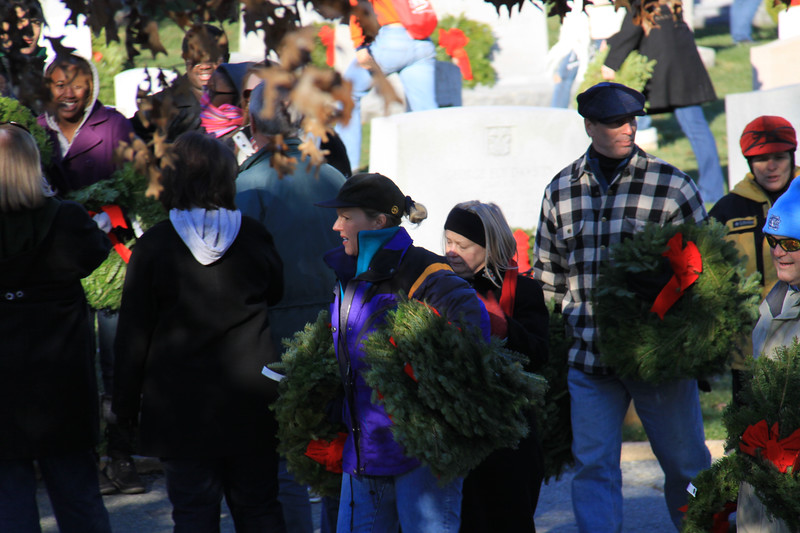 091212_ArlingtonWreaths_5934a