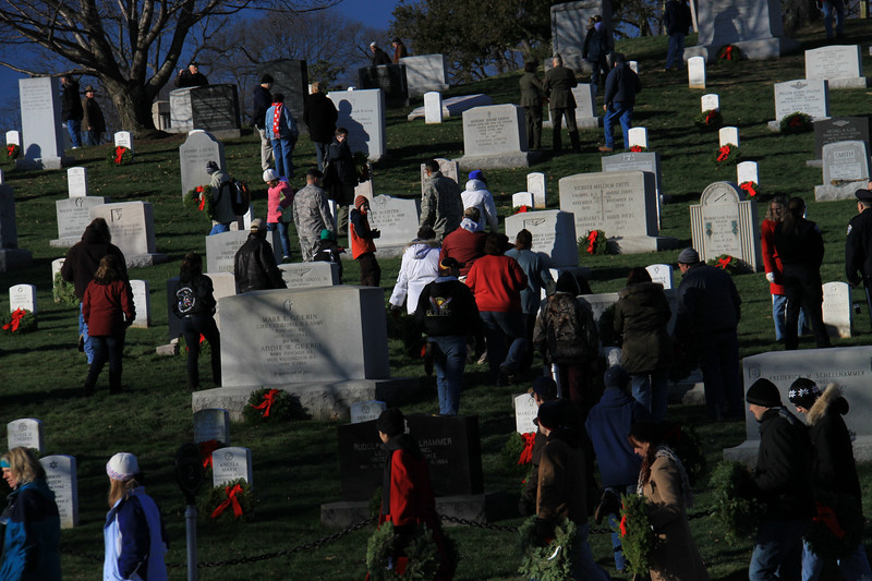 091212_ArlingtonWreaths_5931a.JPG