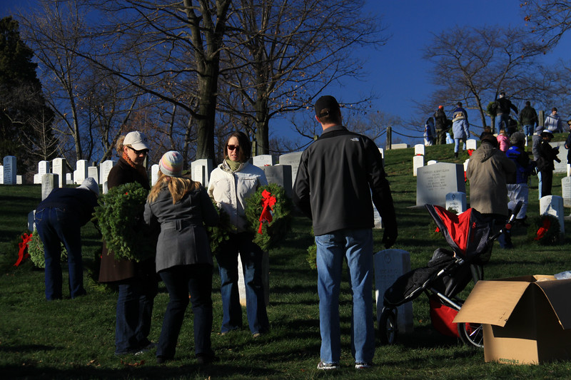 091212_ArlingtonWreaths_5927a