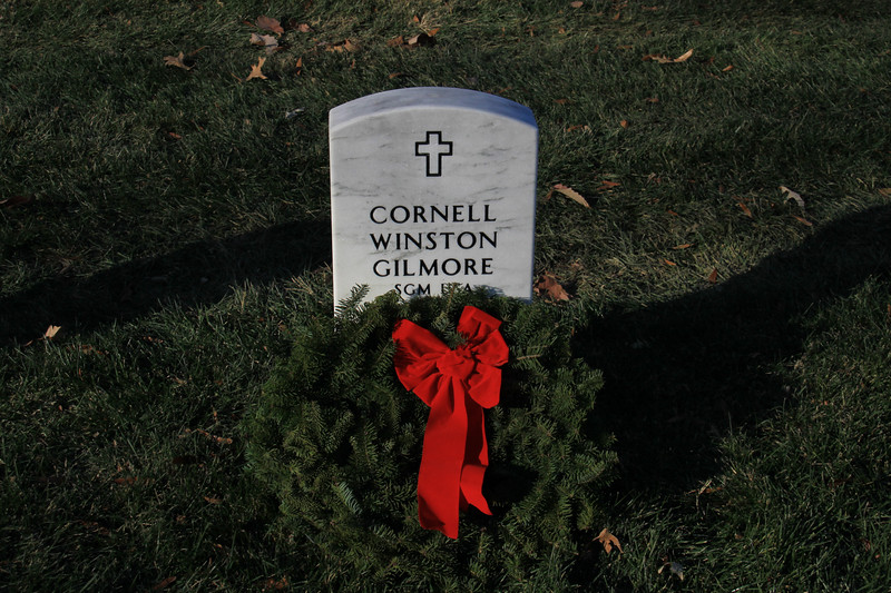 091212_ArlingtonWreaths_5963