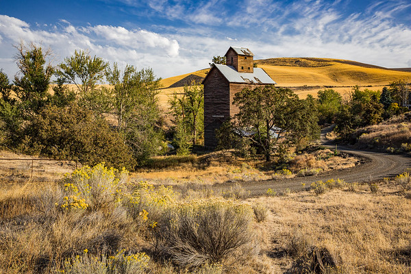 Historic Boyd Grain Elevator Near Fifteen Mile Creek Bridge, Oregon