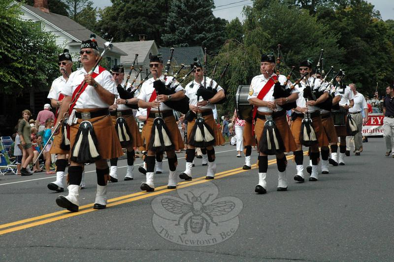 Members of The Celtic Cross Pipes and Drums of Danbury. (Gorosko photo)