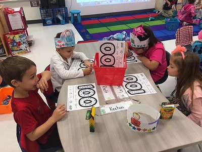 Veramendi Elementary 100th day of school activities