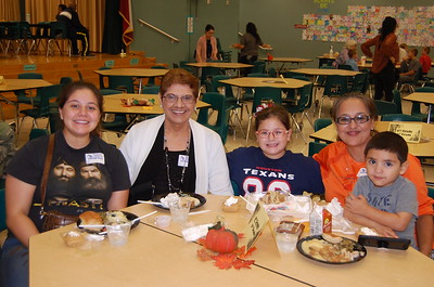 Jaelynn Herrera & family enjoy lunch on November 15 at Memorial Elementary