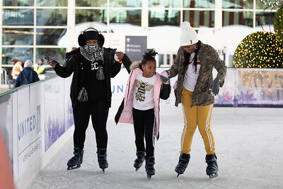 112219_IceSkating-004