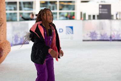 112219_IceSkating-001