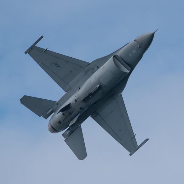 A US Air Force F-16 Viper making a minimum radius term at the 2018 Cleveland National Air Show.