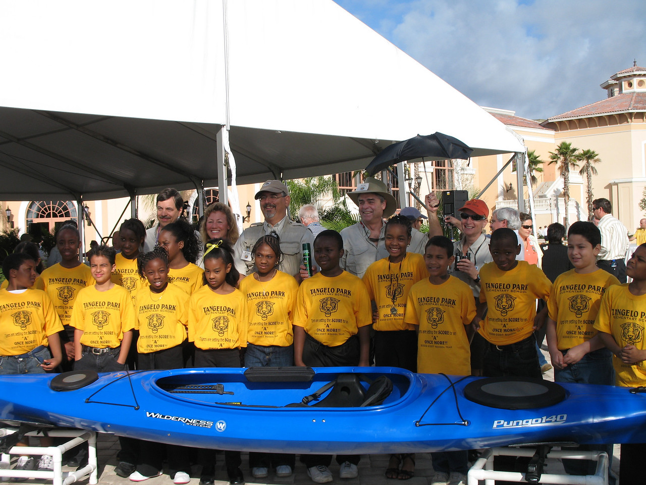 The expedition team and students from Tangelo Park