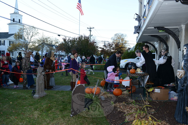 KB_Halloween -- line at Balcony House