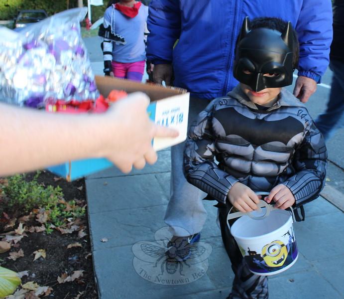 SH_Halloween -- Batman full costume