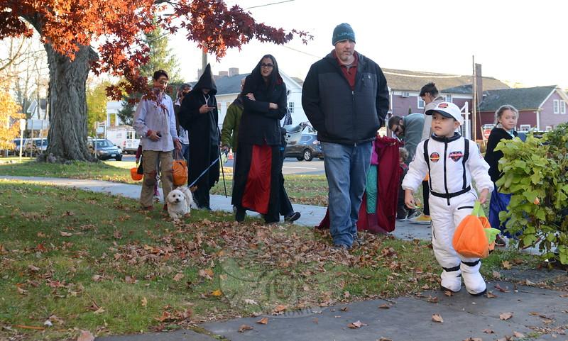 KB_Halloween 2016 -- astronaut heading toward 55 Main Budd House
