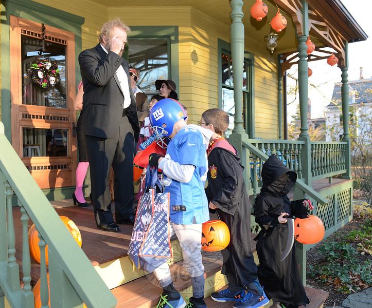 KB_Halloween 2016 -- 54 Main Street porch