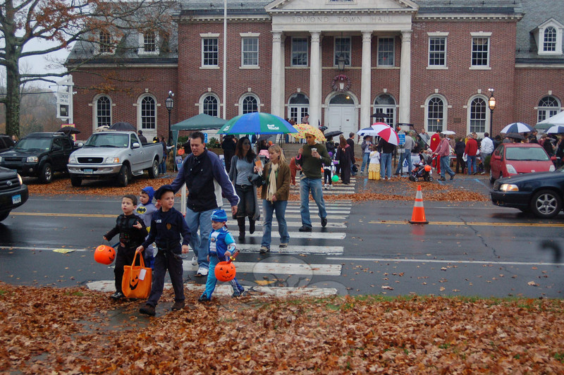 Halloween crowds on Main Street, unpeturbed by the rain.  (Hallabeck photo)