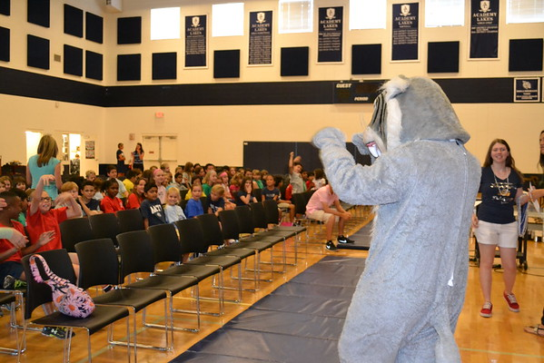 Yearbook Assembly and Distribution 2016