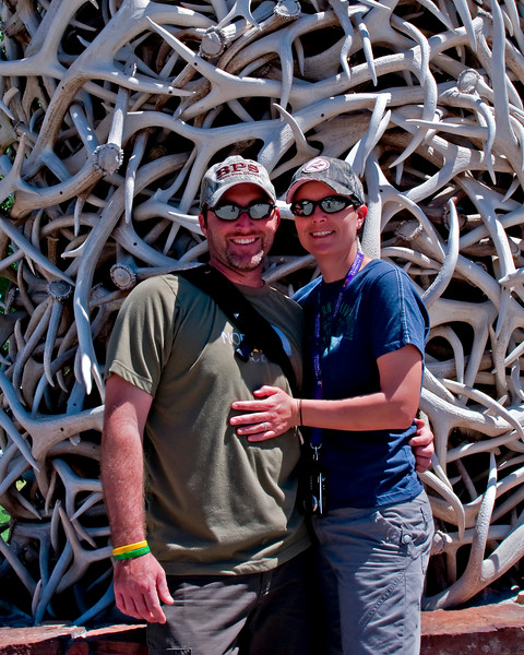 RM_5025 Ryan and Niki at Antler Arch in Jackson Hole