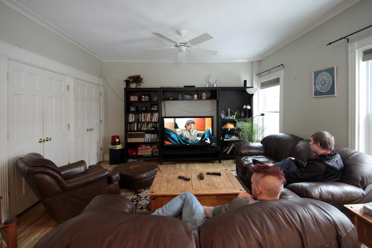 IMG_1922_Livingroom_2guys