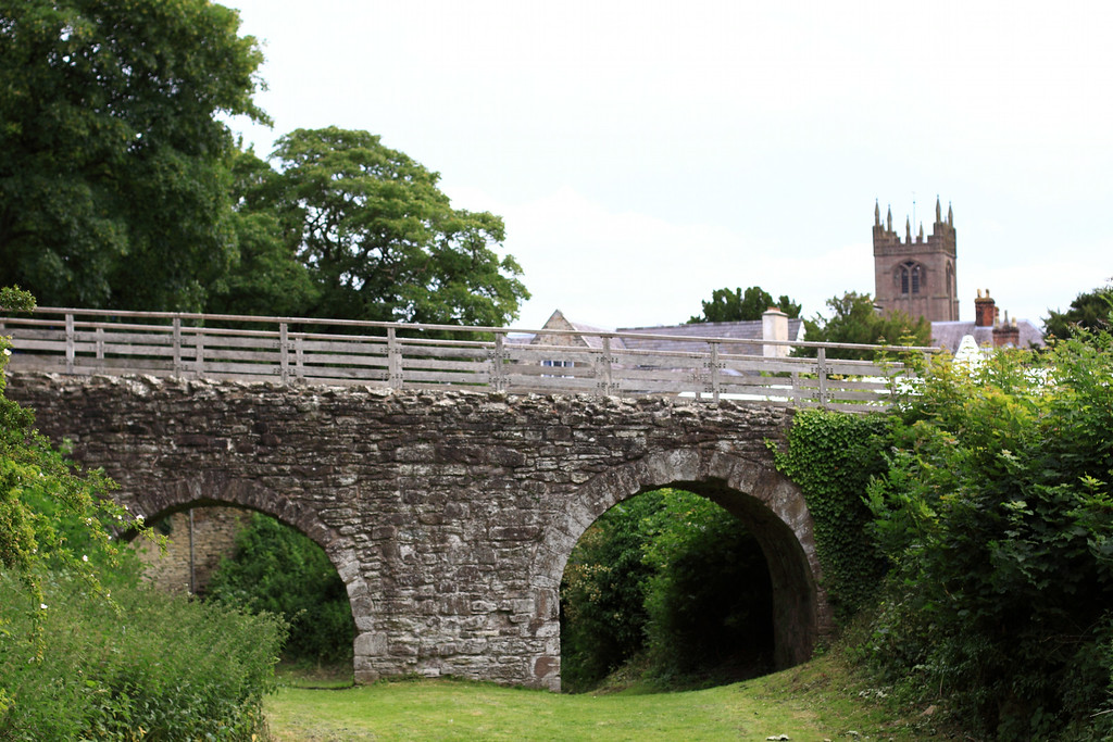 The stone bridge viewed from inside the (dry) moat. It replaced the drawbridge when times turned peaceful.