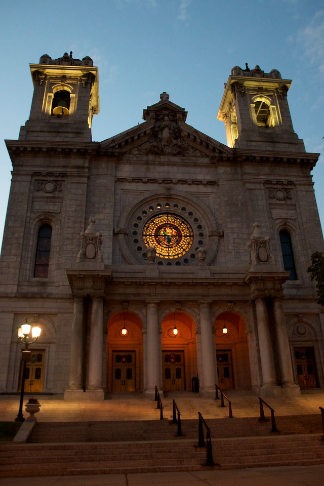 Day 274 -One of my new neighbors is the Minneapolis Basilica.  As every catholic church this one's dedicated to my favorite catholics, who met the pope.  You know who you are.  See you soon.