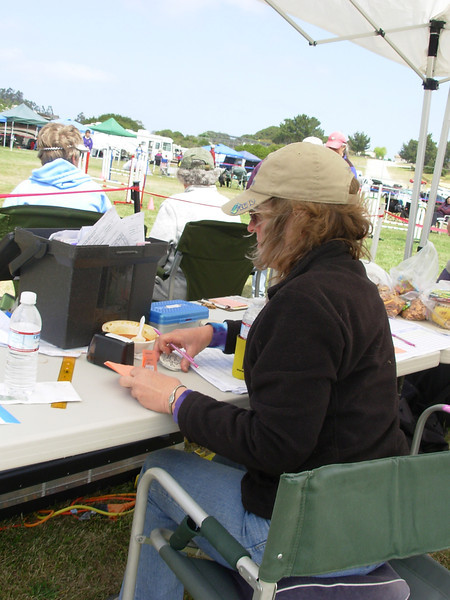 Ellen at the score table. (Photo by Barbara Snarr.)