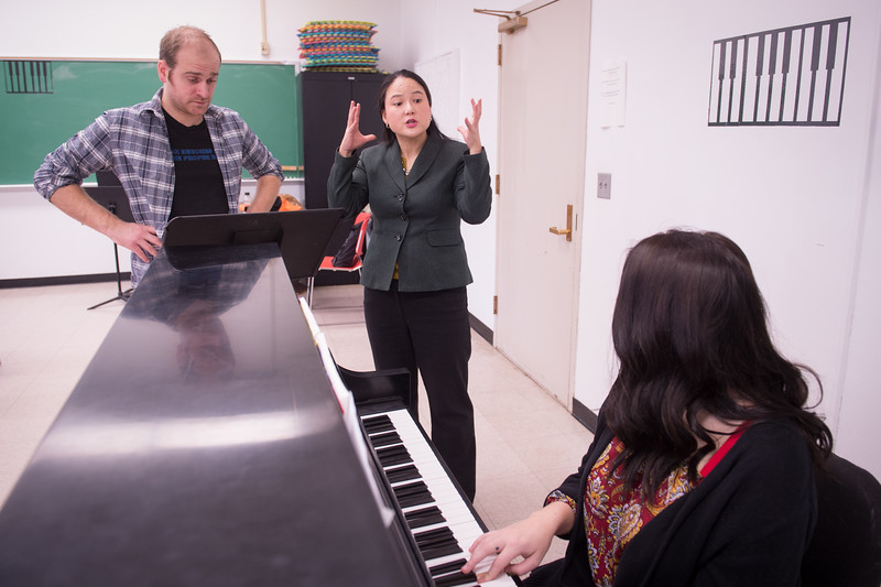 Associate professor Holly Bewlay teaching voice class at SUNY Buffalo State College.