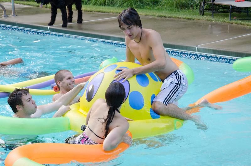 20110817_pres_pool_party_393