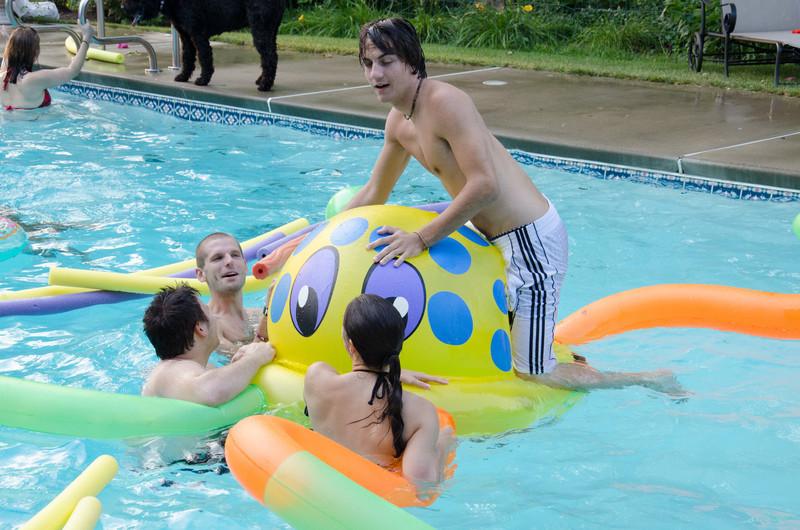 20110817_pres_pool_party_395