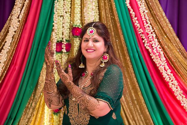 Tuhina Mehndi Party
