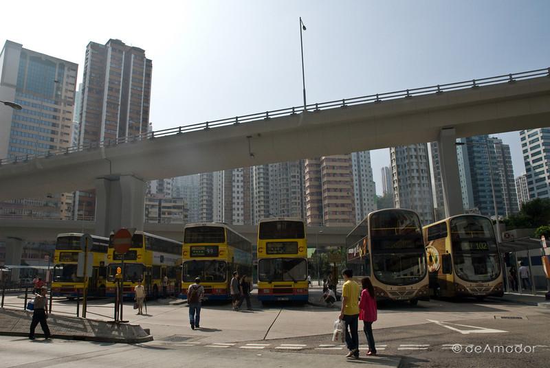aeamador©-HK08_DSC0026     Saukiwan market. Saukiwan, Hong Kong island. <br /> Bus station.