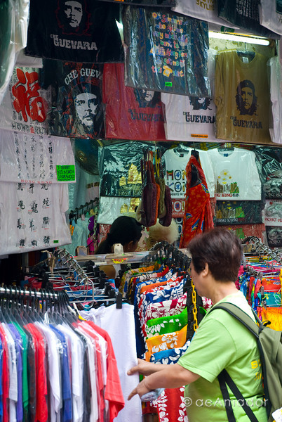 aeamador©-HK08_DSC0155. Hong Kong. Stanley Market.<br /> Che Guevara t-shirts.