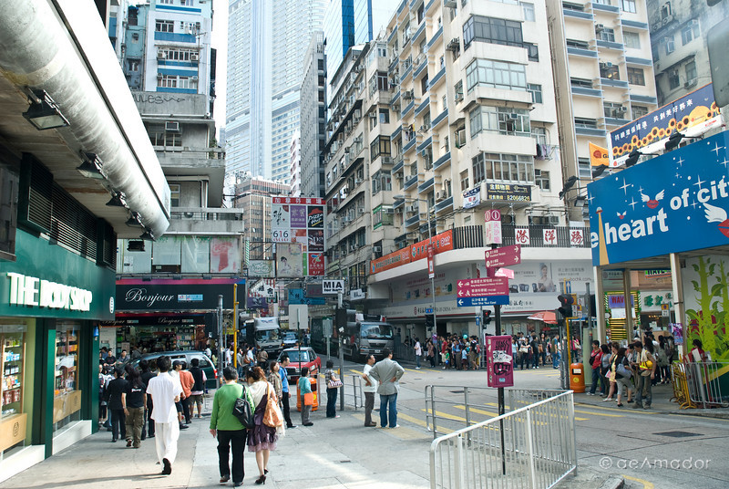 aeamador©-HK08_DSC0024      Hong Kong. Kowloon. Tsim Sha Tsui. Though not to be compared with what you find in Hong Kong island, it is quite a vibrant and lively city. People fill up the streets and sidewalks day and night for shopping, entertainment and more. Signs make a great show, especially at night, giving vibrancy and character to the city.