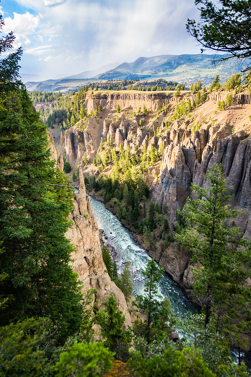 The hoodoos in this steep canyon remind me of Bryce Canyon National Park.