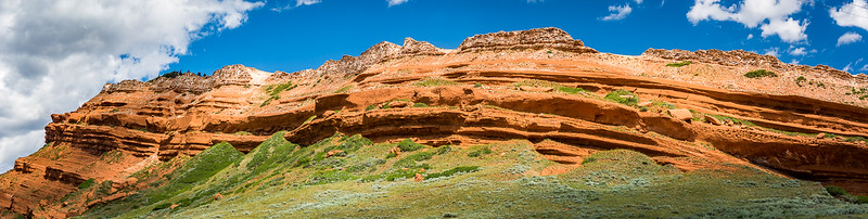 Sandstone outcroppings add color along the way.