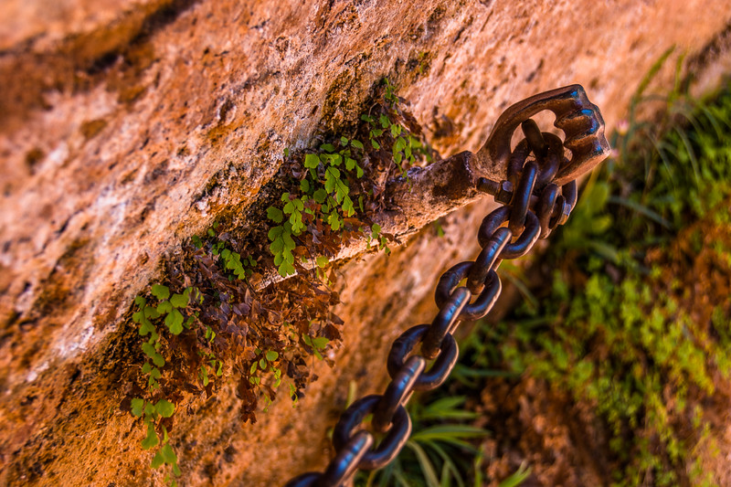 Chain handhold