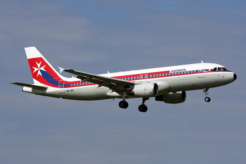 "9H-AEI Airbus A320-214 c/n 2189 Amsterdam/EHAM/AMS 21-06-14 ""Retro"""