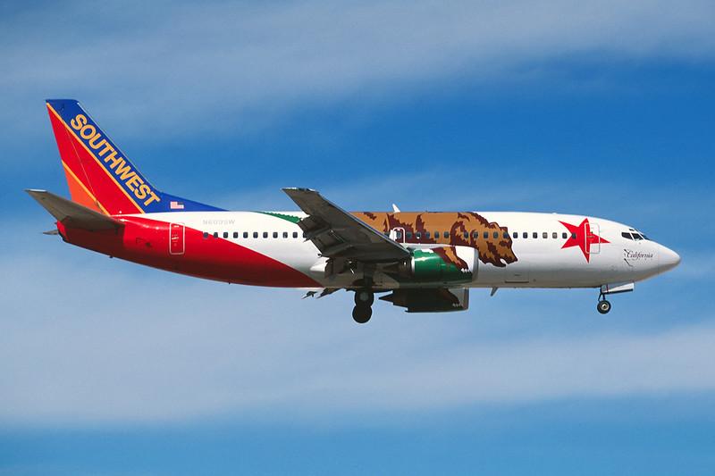 """N609SW Boeing 737-3H4 c/n 27929 Las Vegas/KLAS/LAS 10-03-04 """"California One"""" (35mm slide)"""