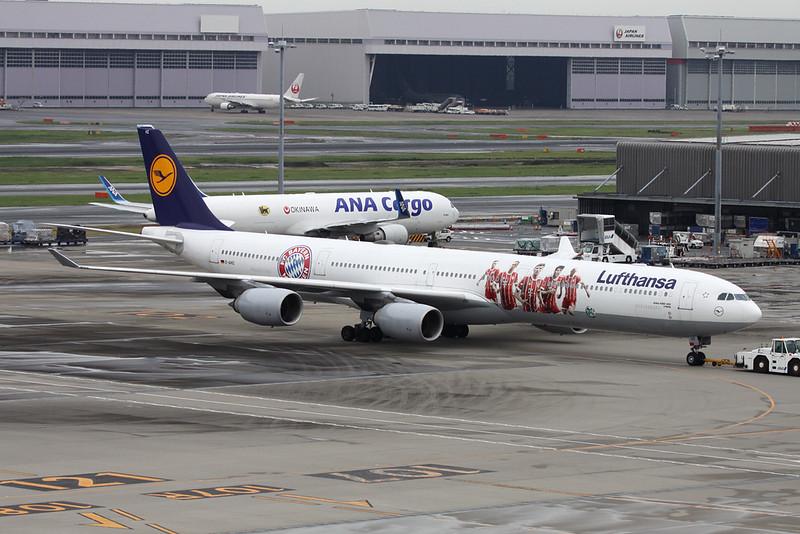 "D-AIHZ Airbus A340-642 c/n 1005 Tokyo-Haneda/RJTT/HND 20-10-17 ""FC Bayern Munich"""